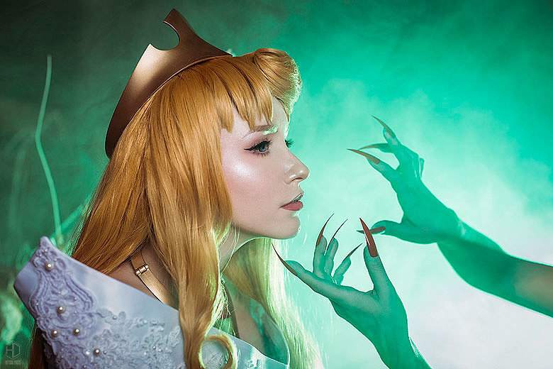 Russian Cosplay: Princess Aurora (Sleeping Beauty)