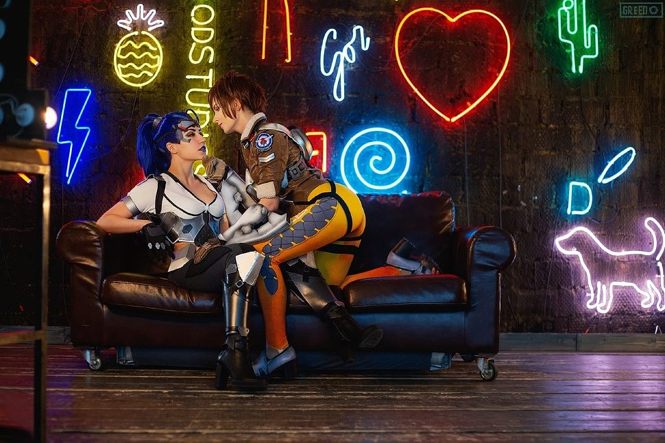 Russian Cosplay: Widowmaker & Tracer (Overwatch)