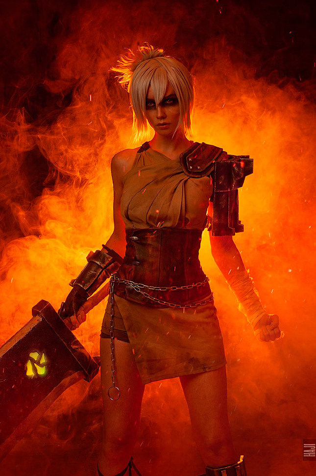 Russian Cosplay: Riven (League of Legends)