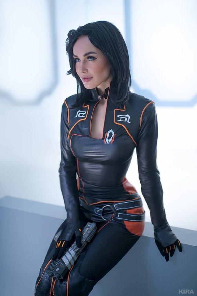 Russian Cosplay: Miranda Lawson (Mass Effect 2)