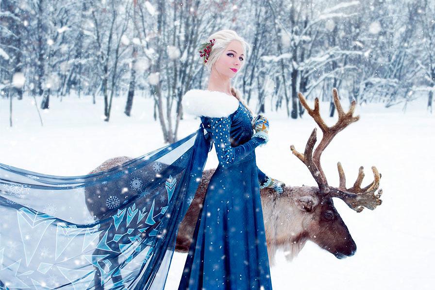 Russian Cosplay: Elsa (Olaf's Frozen Adventure)